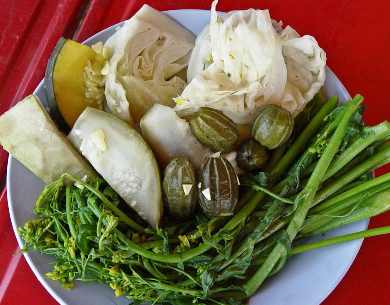 Steamed vegetables to eat with jeow