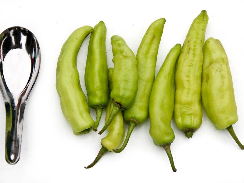 Pale green sweet chillies ໝາກເຜັດໃຫຍ່ mak pet nyai