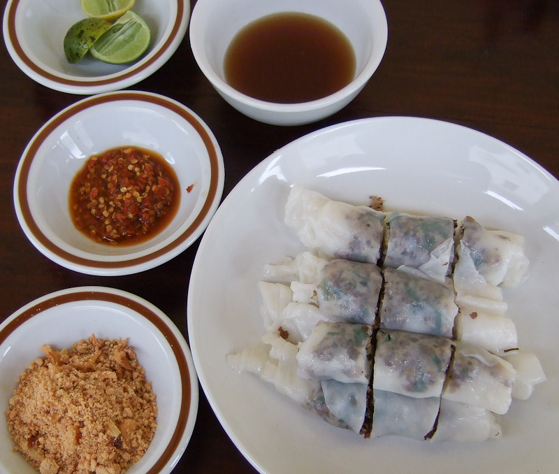 Neem Khao rice noodle rolls