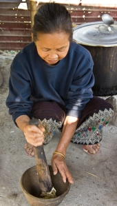 Nang Jantee pounding garlic for the khao soi meat paste